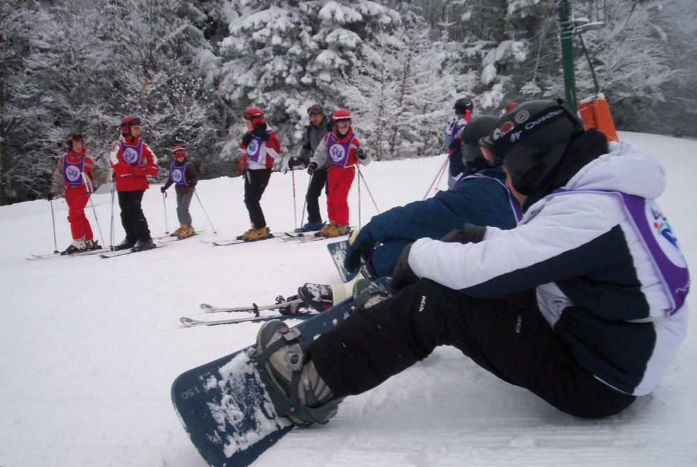 Tous en snowboard pour des descentes dans la neige des Vosges